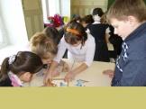 Творческие задания выполняют первоклассники учебного корпуса п.Тубинский