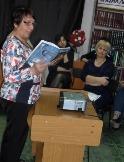 Попова Т. читает свои стихи на мероприятии в МЦБ