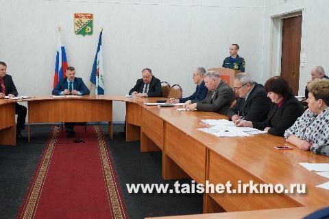 Профилактику пожаров и обеспечение безопасности на водных объектах в зимний период обсудили на заседании КЧС при администрации Тайшетского района