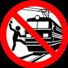 Человек едва не попал под поезд