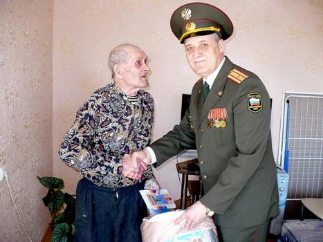 Ветеранов поздравляли на дому