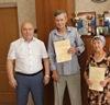 Мэр вручил погорельцам жилищные сертификаты