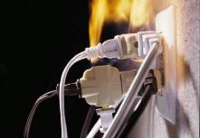 Перегрузка электросети может привести к пожару.