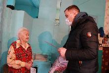 Вручение медаль труженице тыла -  Дятловой Варваре Александровне