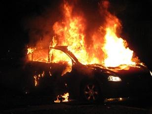 В Иркутской области ежедневно происходят пожары в гаражах и автомобилях при их обогреве