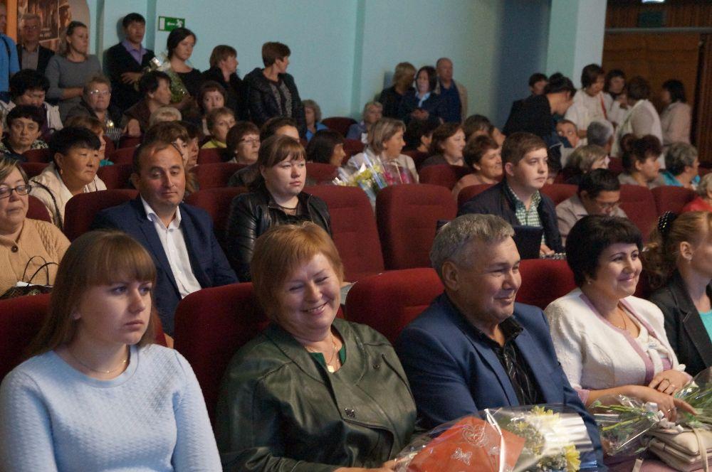 Традиционная августовская педагогическая  конференция прошла в районном ДК