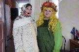 Весна-красна (справа) и девчонка Окулинка