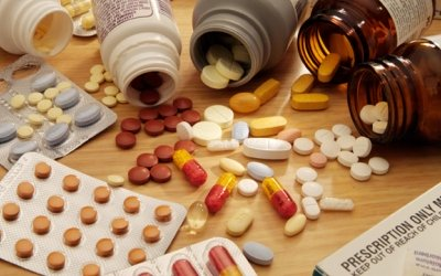 ДЕРЖИТЕ медикаменты и бытовую химию подальше от детей!