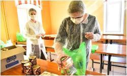 Выдача продуктовых наборов обучающимся в период повышенной готовности в связи с коронавирусной инфекцией