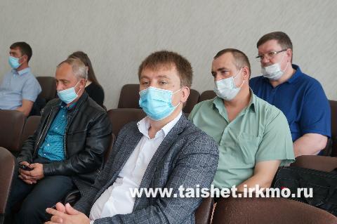 Мэр Тайшетского района Александр Величко провёл совещание по вопросам организации общероссийского голосования по поправкам в Конституцию
