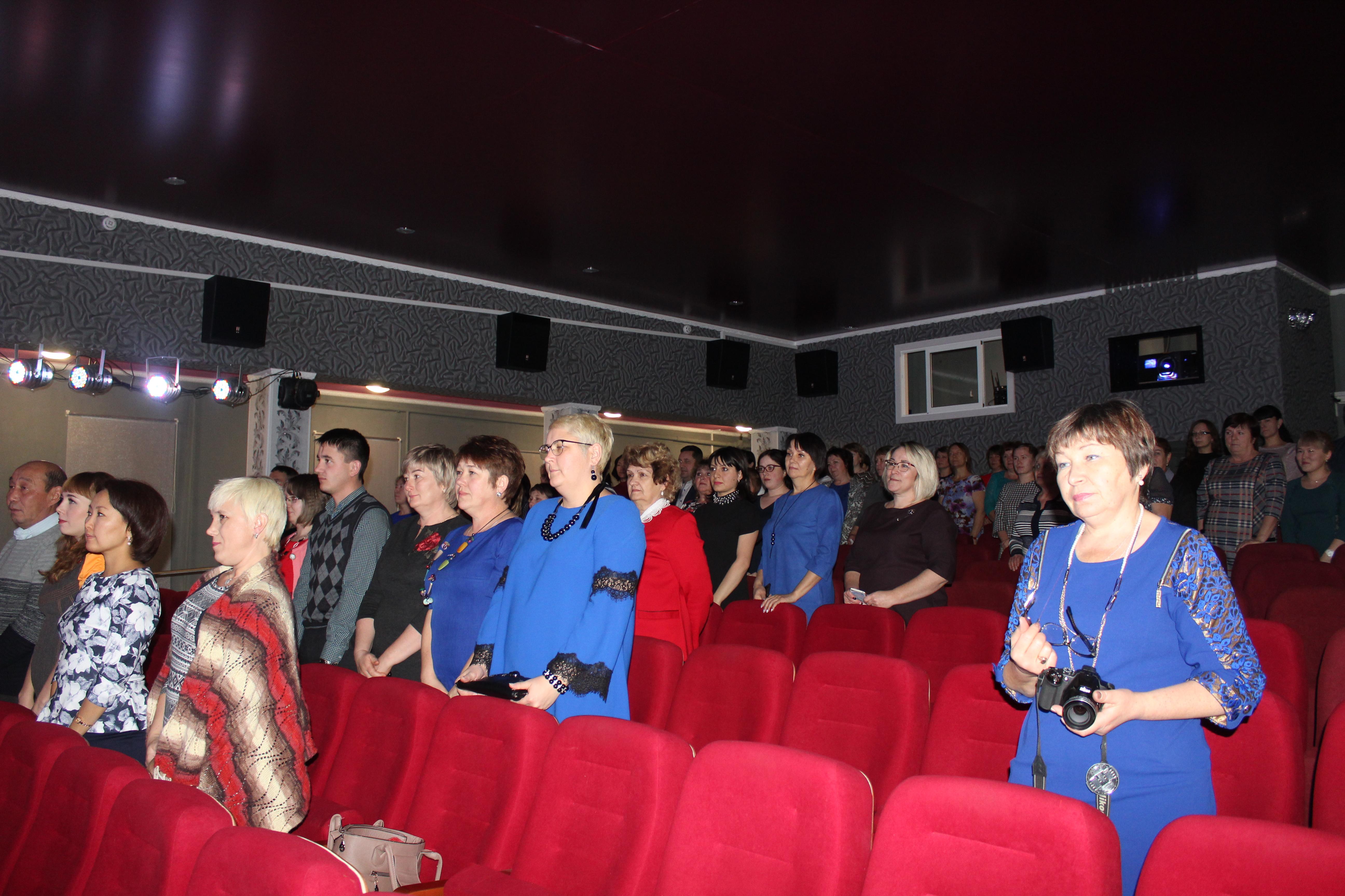 В Качугском районе прошёл День муниципального служащего. Лучшие работники отрасли отмечены наградами мэра муниципального района.