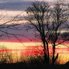 Красота заката над рекою