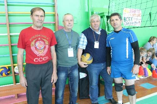 Турнир по волейболу среди ветеранов комсомола.