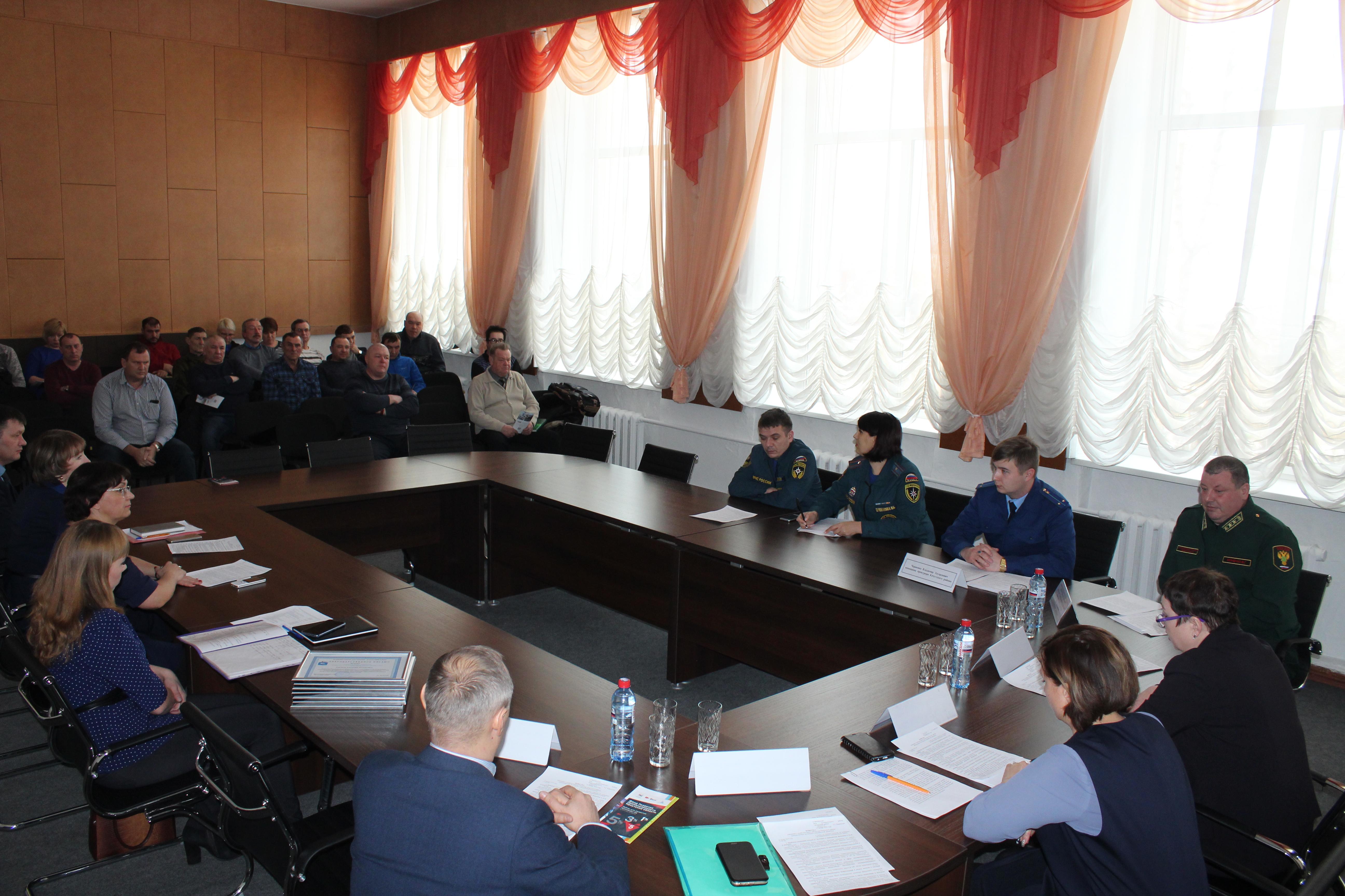 В  администрации  района  обсудили  проблемы отходов  от  лесозаготовок и  переработки