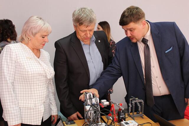 Центр цифрового и гуманитарного профилей «Точка роста» открылся на базе школы села Зерновое