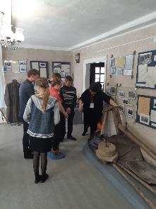 28 апреля учащиеся старших классов МКОУ СОШ № 2 р.п. Куйтун, в том числе состоящие на различных видах профилактического  учета, побывали в Куйтунском районном краеведческом музее.