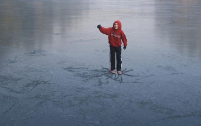 МЧС предупреждает: тонкий лед – дорога к гибели