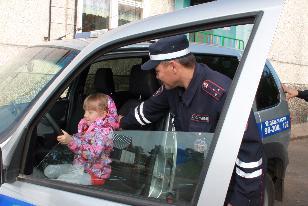 В Усть-Илимском районе дорожные полицейские провели «Зарядку со стражем порядка»