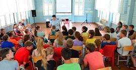В период школьных каникул сотрудники Госавтоинспекции г.Черемхово продолжают напоминать детям о Правилах дорожного движения