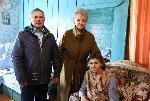 Общественную медаль «Матери защитника Отечества» вручили жительнице деревни Русская Аларь Лидии Андреевой