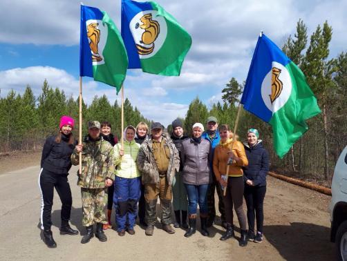 Специалисты районной администрации приняли участие в посадке деревьев.