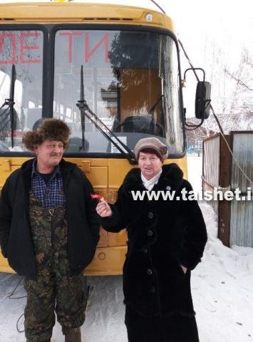 Рождественская школа получила новый автобус