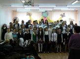 Учащиеся исполняют гимн Школы