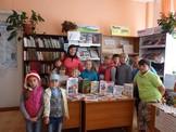 Седановской библиотеки у книжной выставки Читать -это модно
