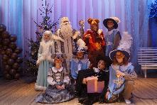 25.12.2019 года 230 детей, из семей, оказавшихся в трудной жизненной ситуации, посетили праздничное новогоднее мероприятие, которое состоялось в  МКУК «Социально-культурное объединение» р.п. Куйтун.