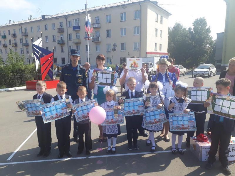 В первый месяц учебного года сотрудники МЧС России посетят сотни школ и проведут для учеников уроки по культуре безопасного поведения в быту, в природной и техногенной среде. Происшествия с несовершеннолетними происходят регулярно, однако в осенний период