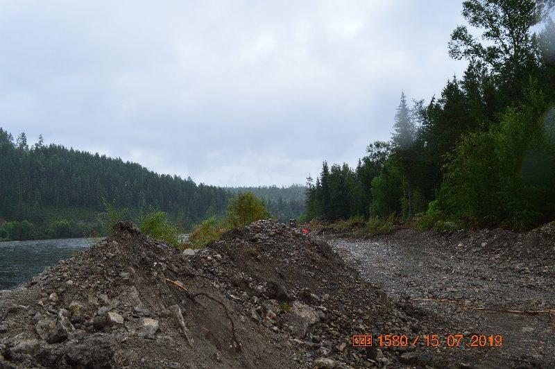 В Новостройке идет укрепление береговой линии в зоне паводка.