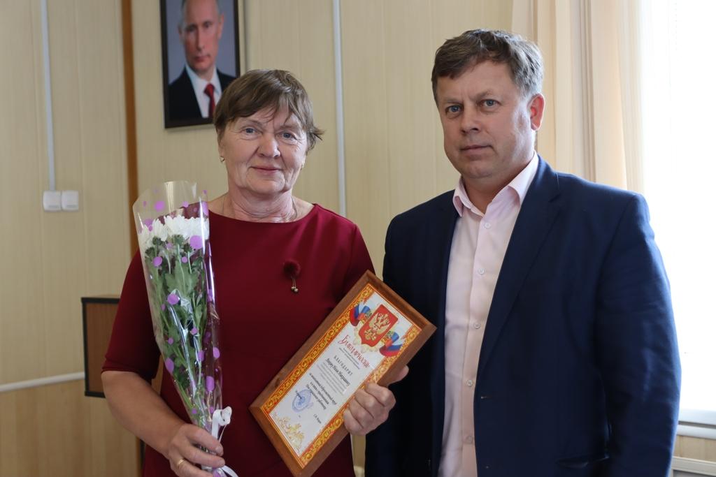 Мэр района Сергей Марач поздравил соцработников с их профессиональным праздником в торжественной обстановке