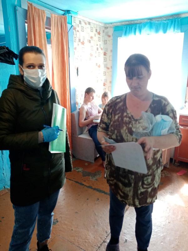 В связи с пандемией коронавируса специалисты отделения психолого-педагогической помощи семье и детям посетили