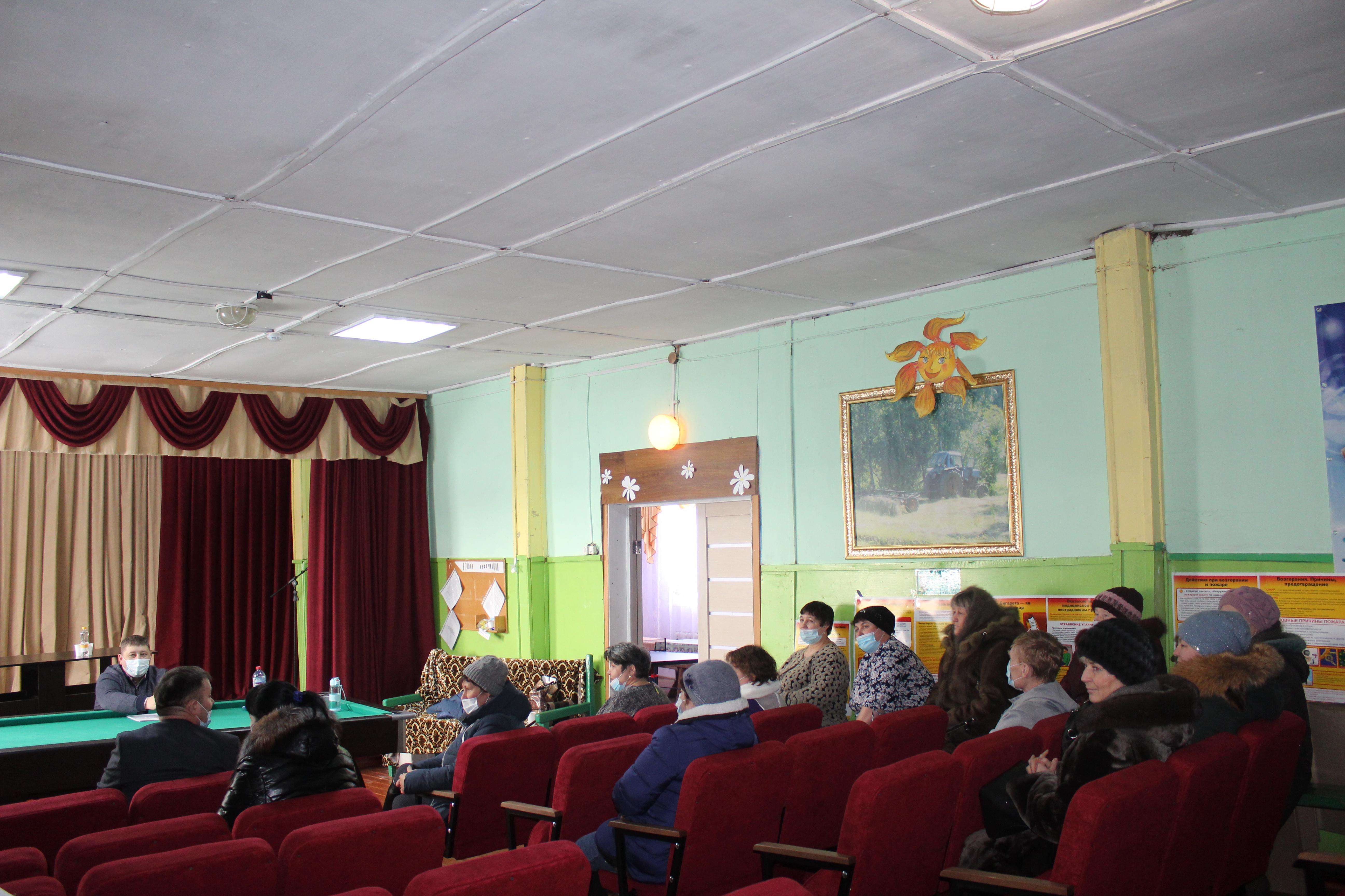Разговор без посредников состоялся у мэра Качугского района Евгения Липатова с жителями Карлуксого сельского поселения