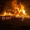В Октябрьском ночью подожгли трехквартирный дом