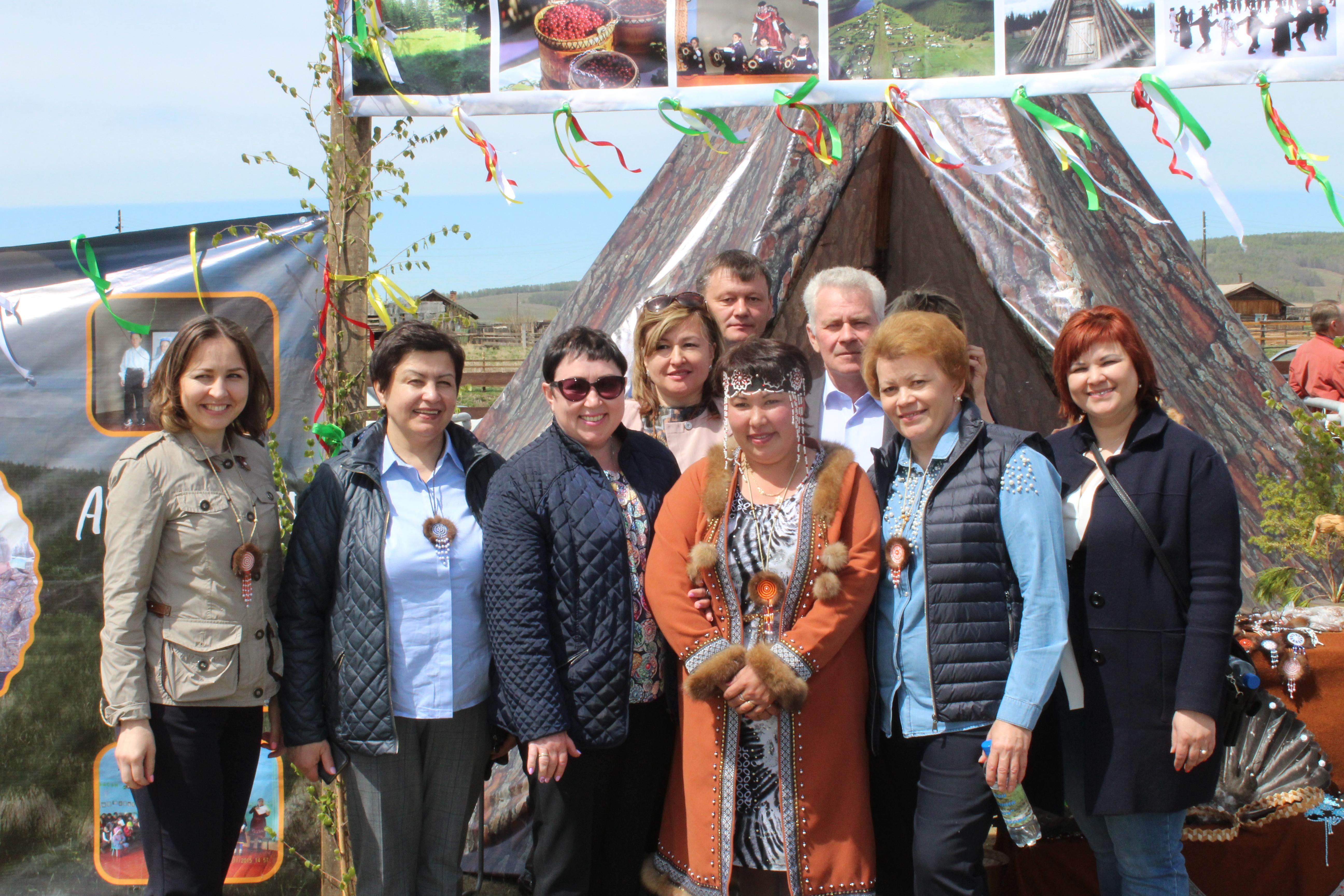 В с.Анга Качугского района прошли народные гуляния в честь праздника Святой Троицы.