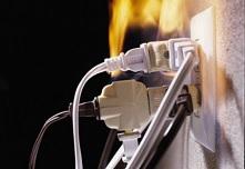 «Сообщает служба 01» Перегрузка электросети может привести к пожару.