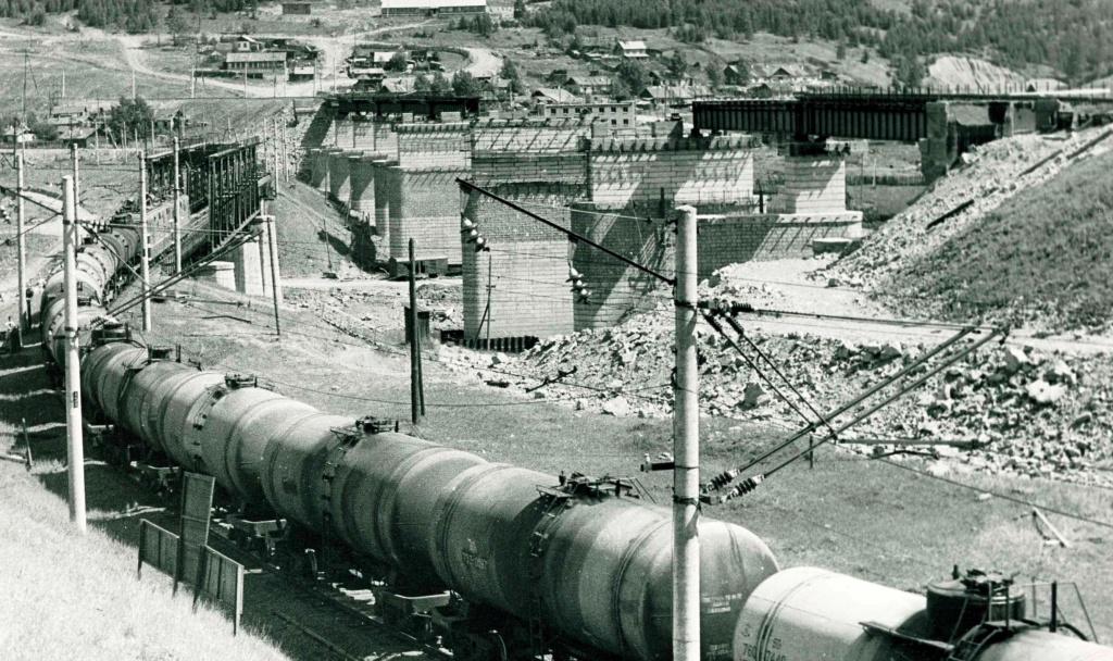 Строительство нового железнодорожного моста через р. Илим в Затопляемой (27 июня 1974 г.).jpg