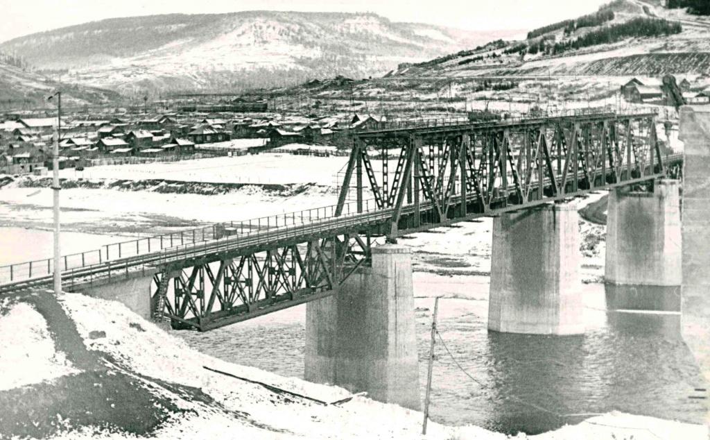 Строится новый жд мост через р. Илим.jpg
