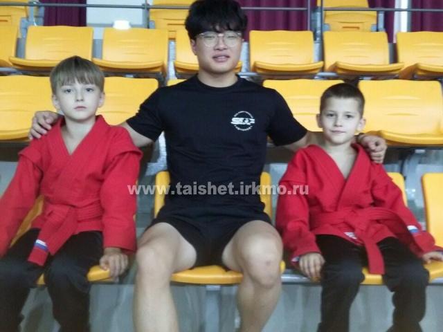 Егор Ломов и Назар Павлючик из Тайшета приняли участие в открытом  чемпионате по самбо, который прошел в Республике Корея в городе Гэмсане