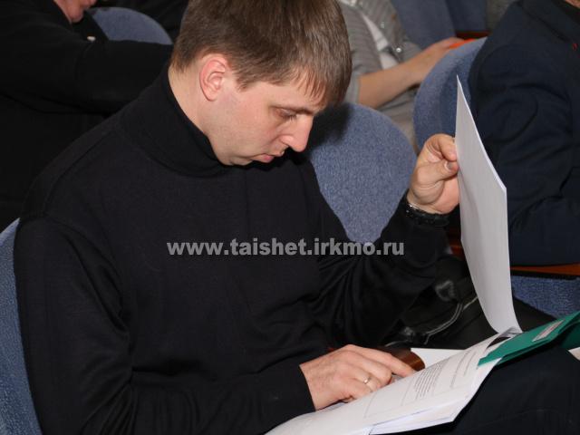 Обстоятельно, подробно, детально. Депутаты Думы Тайшетского района большинством голосов поддержали  отчёт мэра.