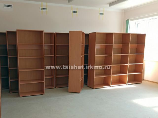 В строящейся школе города Бирюсинска приступили к сборке мебели