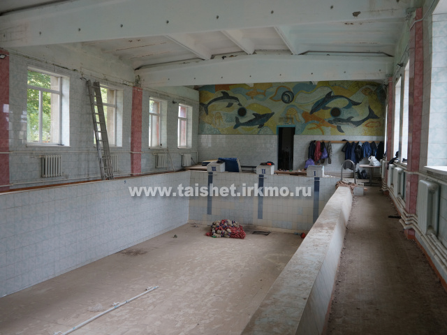 В бассейне города Бирюсинска ведется внутренняя отделка помещений